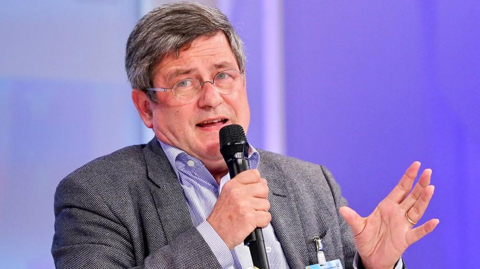 Der Journalist Roland Tichy geht gegen die Gerichtsentscheidung zum Correctiv-Stempel in Berufung.