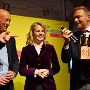 Da war die Laune noch blendend: FDP-Spitzenkandidat Thomas Kemmerich (l.) zwei Tage vor der Landtagswahl mit Parteichef Lindner und Generalsekretärin Teutenberg.