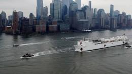 Schwimmendes Lazarett erreicht New York City