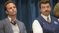Wer der neue Direktor wird? Das handeln Neal Gamby (Danny McBride, rechts) und Lee Russell (Walton Goggins) unter sich aus.