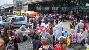 Hamburger Flughafen stellt Betrieb für Sonntag ein