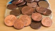Kein lästiges Bezahlen mit 1- und 2-Centmünzen? Ein Experiment stieß bei Kunden nur begrenzt auf Begeisterung.