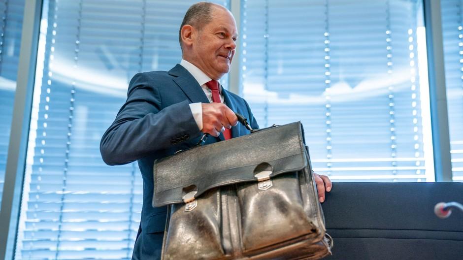 Alles dabei? Olaf Scholz Ende Juli im Finanzausschuss des Bundestags.