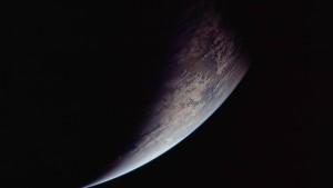 Die Erde klein am Horizont
