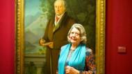 Wer schaut aufmerksamer? Monika Scholler am 25. November vorigen Jahres vor Johann Joseph Schmellers Dichterporträt im Frankfurter Goethehaus