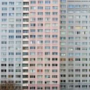 Die Fassade eines Neubaublocks. Der Bestand an Sozialwohnungen in Deutschland schrumpft weiter.