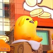 Eine Gudetama-Figur bei einem Einkaufszentrum in China