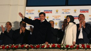 Ministerpräsident Davutoglu will Verfassung reformieren