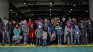Migranten bei der Ankunft in Griechenland