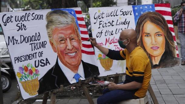 Trump mit leichten Symptomen, Bidens Test negativ