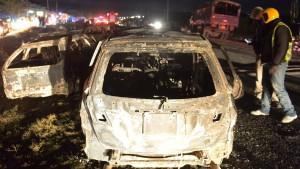 Tanklastwagen explodiert auf Autobahn in Kenia