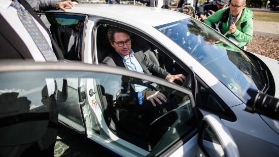 Scheuer eröffnet Teststrecke für vernetztes Fahren