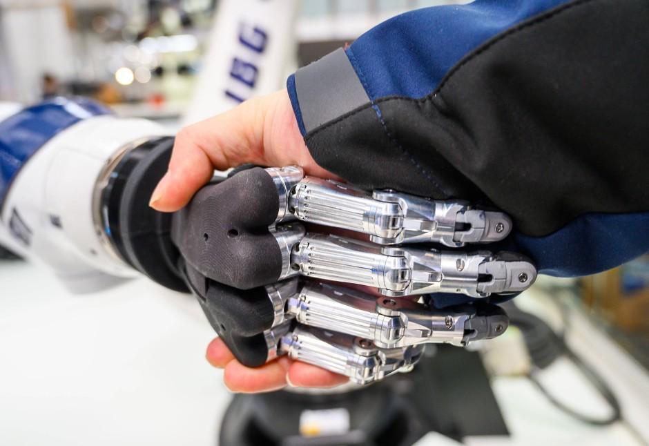 Neue Form der Team-Robotik: Hand in Hand mit Robotern zusammenarbeiten.