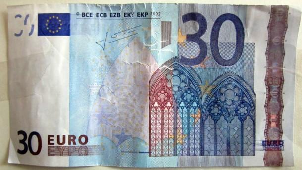 Mann will versehentlich mit 30-Euro-Schein bezahlt haben