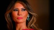 Die britische Zeitung Daily Mail lenkt ein: Ihre Berichte über schlüpfrige Dienste des früheren Models Melania Trump sind frei erfunden.