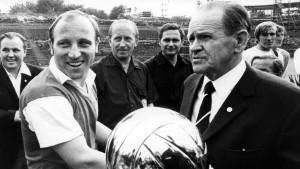 Fußballtaktik mit Platon, Mao und Co.