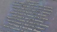 Zehn Namen: In Kassel erinnert eine Gedenkplatte an die Toten.