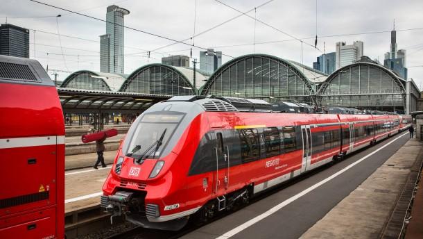 Neue Züge - Am Frankfurter Bahnhof werden neue Züge für den Regionalverkehr präsentiert.