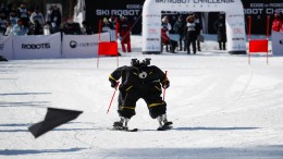 Ski-Roboter fahren Slalom
