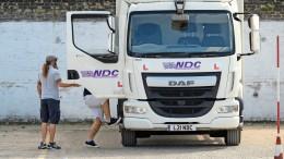 Britische Busfahrer fahren jetzt Lkw
