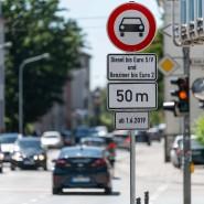 In Darmstadt ist die Heinrichstrasse bereits für Diesel und alte Benziner gesperrt. Auch Frankfurt droht ein Dieselfahrverbot in einigen Straßen.