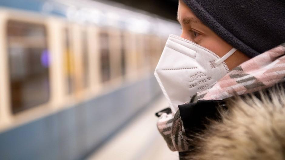 Sinnvoll: Die Maskenpflicht im öffentlichen Nahverkehr hat sich nach den Erkenntnissen der Forscher bewährt.