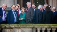 Wird das gut gehen? Mitglieder der Sondierungsteams auf dem Balkon der Parlamentarischen Gesellschaft