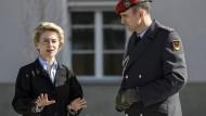 Von der Leyen will Zwei-Prozent-Ziel der Nato ergänzen
