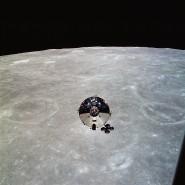 """Blick von der Landefähre """"Snoopy"""" auf das Mutterschiff der Apollo-10-Mission, genannt """"Charlie Brown"""""""