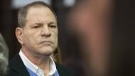 Wie versteinert: Harvey Weinstein am Freitag vor Gericht in New York.