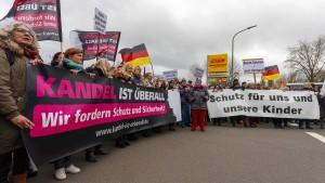 Tausende bei Demonstrationen in Kandel