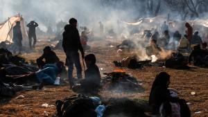 Zehntausende Flüchtlinge an türkisch-griechischer Grenze