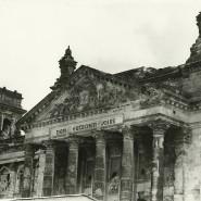Zerstörte Reichstagsfassade (Ausschnitt), fotografiert ca. 1959