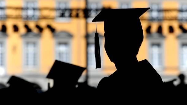 Bachelor-Studenten bummeln