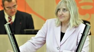 Ministerin verteidigt Privatisierung von Uni-Klinikum