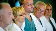 Das schwedische Ärzteteam um Chirurg Mats Brannstrom hatte 2012 erfolgreich die Gebärmutter transplantiert, mit der nun ein Kind geboren wurde