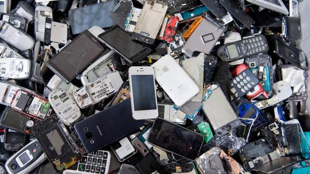 Grüne wollen 25 Euro Pfand auf jedes Smartphone