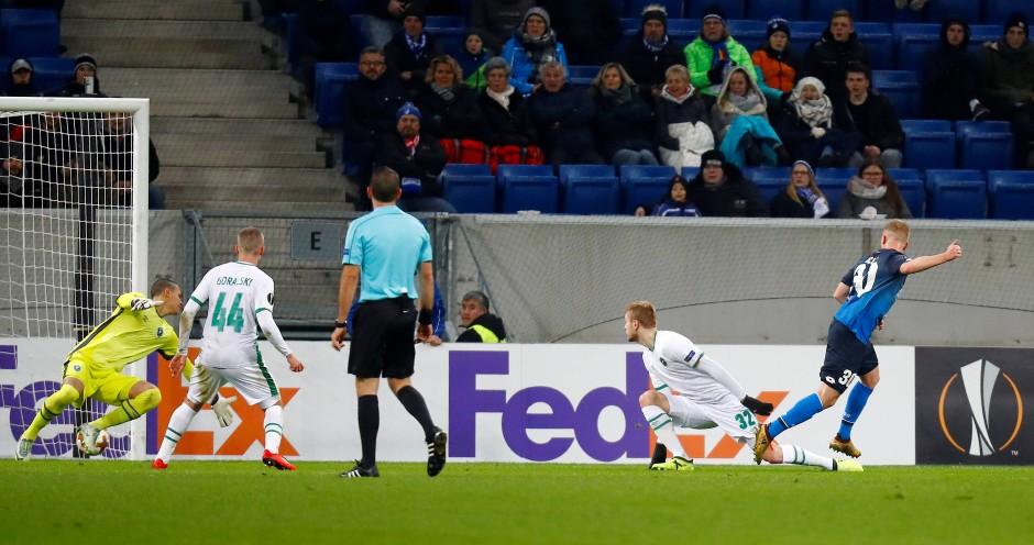 Tor für Hoffenheim: Philipp Ochs schießt das 1:0.