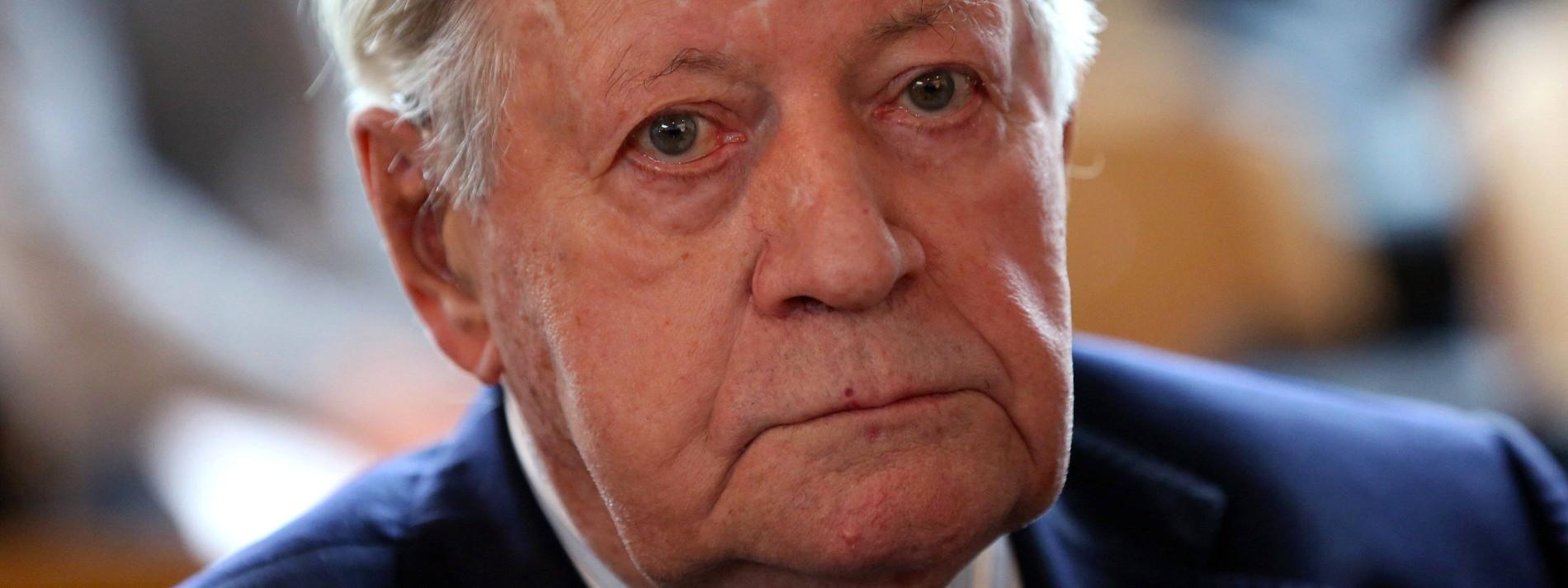 Helmut Schmidt ins Krankenhaus eingeliefert