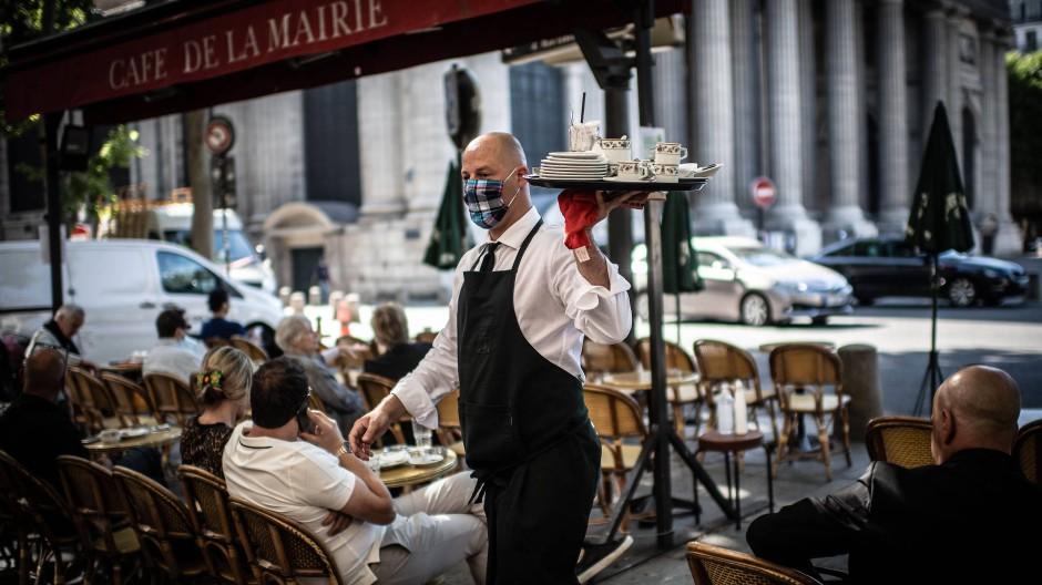 Mit der Öffnung der Gastronomie, hier das Café de Flore in Paris am Dienstag, kehrt in Frankreich wieder ein wenig Normalität ein.