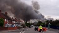 Der Großbrand in einer Recycling-Anlage in der Nähe der britischen Stadt Birmingham ist durch eine chinesische Laterne verursacht worden.