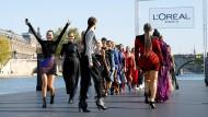 Gute Stimmung: L'Oréal-Show bei der Fashion Week in Paris
