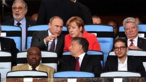 Tête-à-tête mit Putin auf der Ehrentribüne