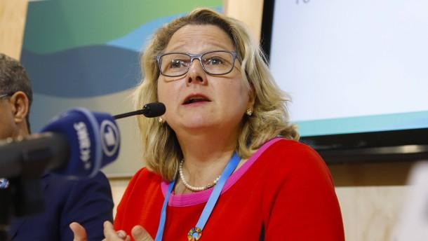 Umweltministerin Schulze verteidigt deutsches Klimapaket