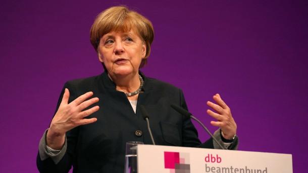 """Merkel kündigt """"nationale Kraftanstrengung"""" bei Abschiebungen an"""
