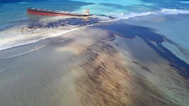 Mauritius ruft Umweltnotstand aus