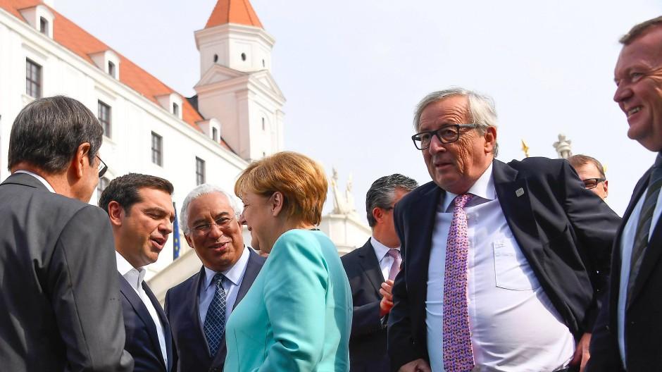 Fröhliche Restunion: Oreskovic, Tsipras, Costa, Merkel, Juncker und Rasmussen