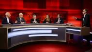 """Frank Plasberg diskutiert mit seinen Gästen am 10. April 2017  zum Thema """"Giftgas gegen syrische Kinder – werden wir schuldig durch Wegschauen?"""""""