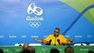Auf der Pressekonferenz ist sich der Sprecher Mario Andrade nicht sicher, woher die gefunden Projektile tatsächlich kommen.