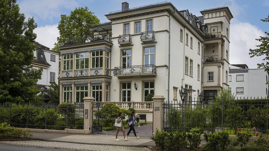 Hoher Besuch: In der Villa Kaiser-Friedrich-Promenade 103 war 1905 der deutsche Botschafter in Washington, Hermann Speck von Sternburg, auf Heimatbesuch zu Gast